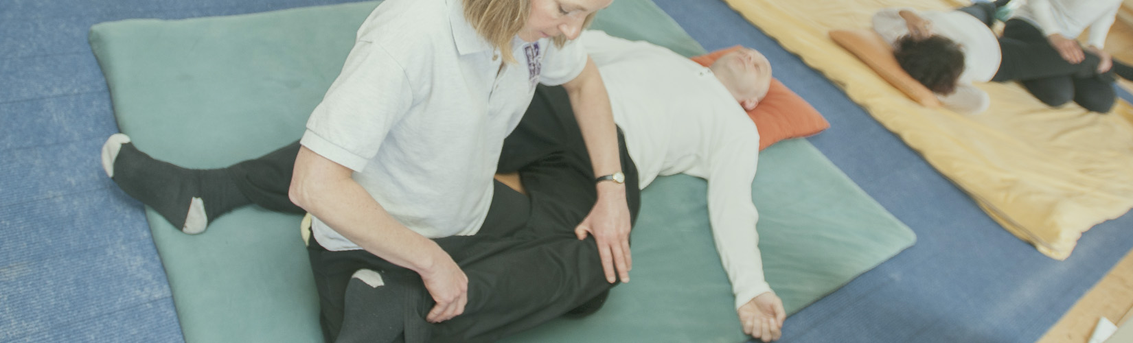 shiatsu treatment floor knees