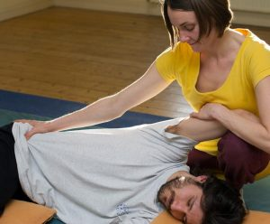 shiatsu treatment floor hips arms